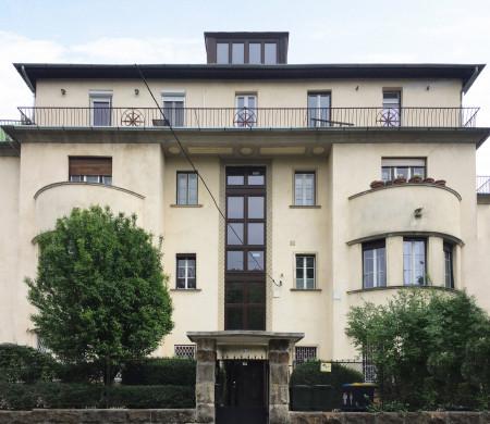 Villa Szemlöhegy street