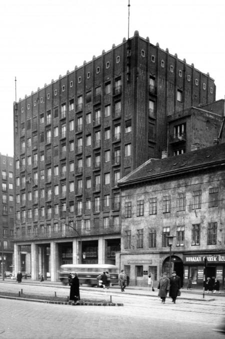 Apartments Madach square 1 (ex Károly krt. 13–15)